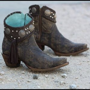 Like New handcrafted Indie Spirit Corral Boots